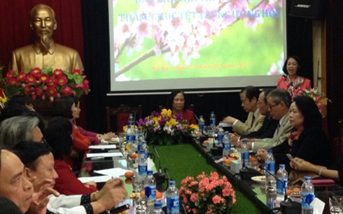 Head of the Mass Mobilization Commission pays Tet visit to Elderly Association  - ảnh 1