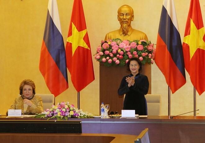 Vietnam-Russia talk on strengthening cooperation between localities  - ảnh 1