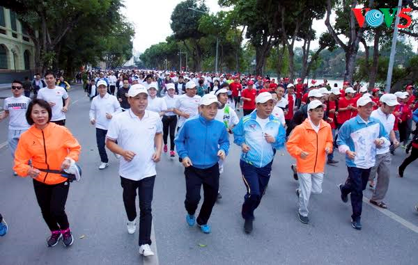 The Olympic Run Day for Public Health 2017 opens - ảnh 1