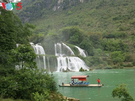 Ban Gioc Waterfall - the largest natural waterfall in Southeast Asia - ảnh 14