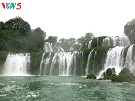 Ban Gioc Waterfall - the largest natural waterfall in Southeast Asia - ảnh 5
