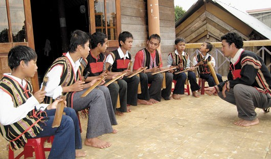 Bamboo gong, a special instrument of the Ede - ảnh 1