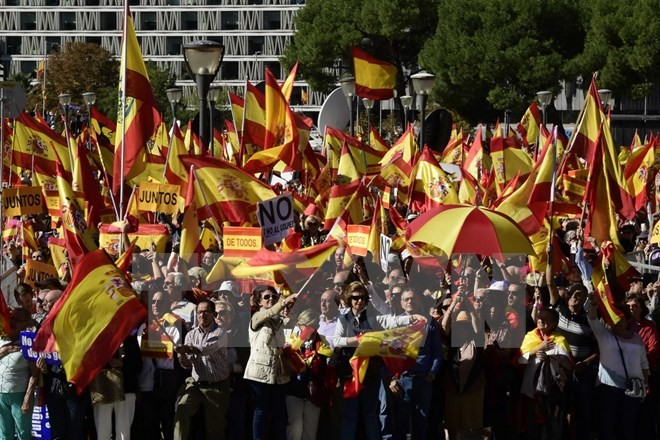 Spanish government takes control of Catalonia - ảnh 1