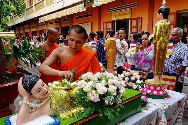 PM congratulates Khmer people on Chol Chnam Thmay festival - ảnh 1