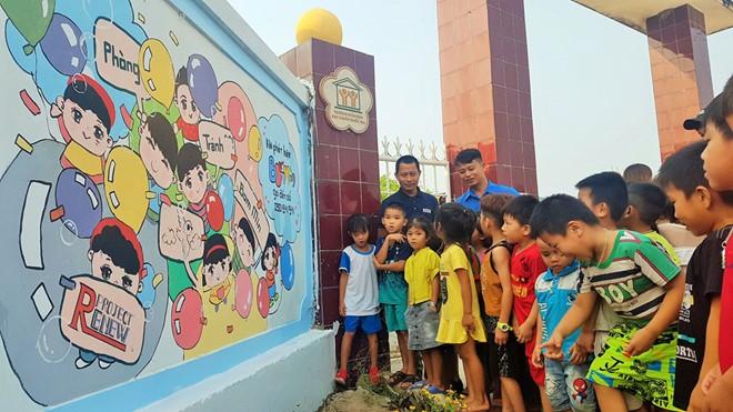Messages from landmine murals at Cua Viet preschool - ảnh 1
