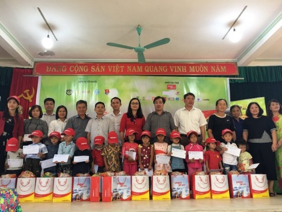 Lightening dreams of disadvantaged children in northern mountain provinces - ảnh 1