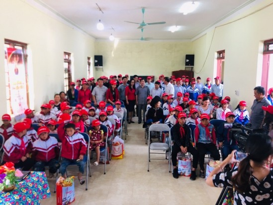Lightening dreams of disadvantaged children in northern mountain provinces - ảnh 2