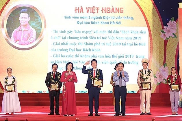 Hanoi's ten most outstanding youths of 2019 honored - ảnh 1