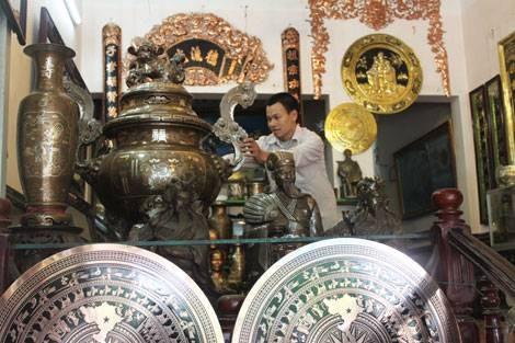 Y Yen bronze casting village keeps furnaces burning - ảnh 2