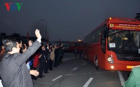 Hanoi arranges free transport for workers returning home during Tet - ảnh 1