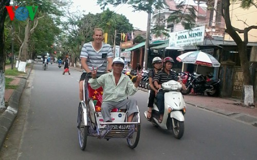 Cyclo tours in Hue ancient city - ảnh 3