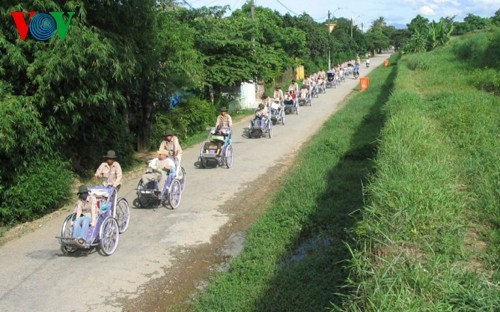 Cyclo tours in Hue ancient city - ảnh 1