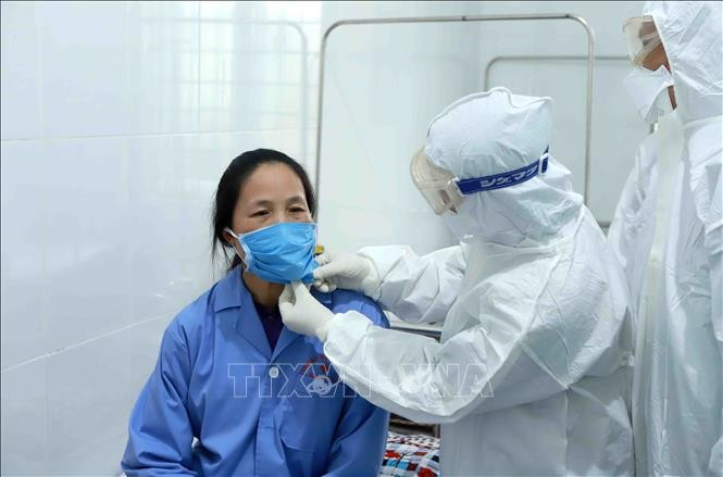 Health workers, silent soldiers in frontline of fight against Covid-19 epidemic - ảnh 1