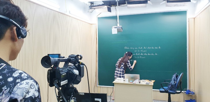 Hanoi-based digital TV station offers learning solution for students amid COVID-19 - ảnh 2