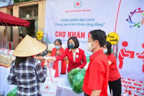 Vietnam Red Cross launches Charity Bazar - ảnh 1
