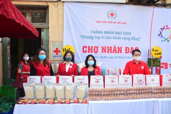 Vietnam Red Cross launches Charity Bazar - ảnh 2