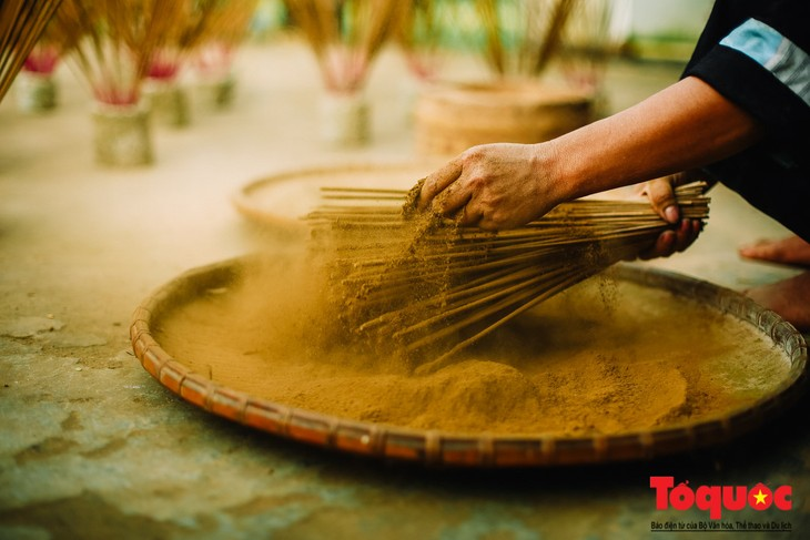 Incense-making craft of the Nung An - ảnh 2