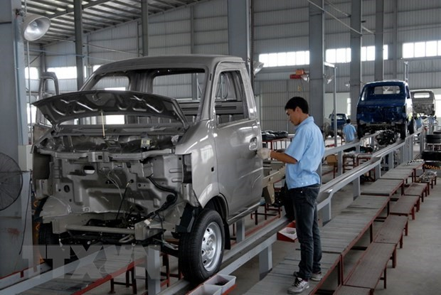 Vietnam's imported cars drop in April - ảnh 1