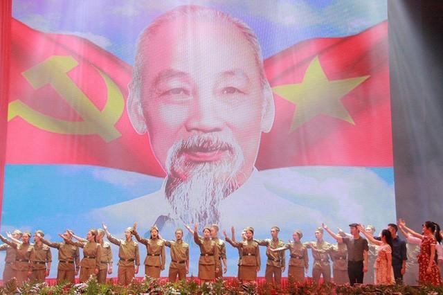 Grand meeting marks President Ho Chi Minh's birth anniversary - ảnh 1
