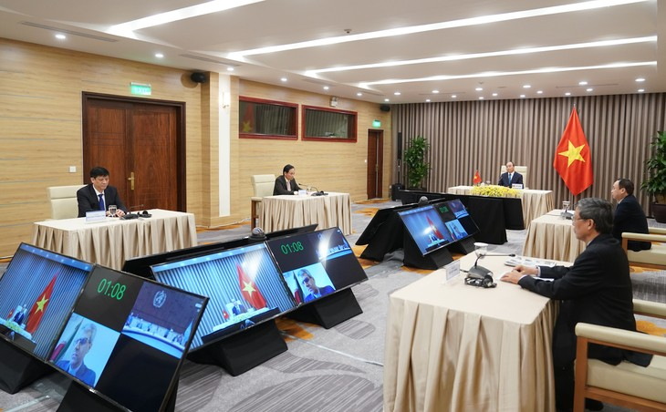 Vietnam takes initiative in fighting COVID-19, reviving economy - ảnh 2