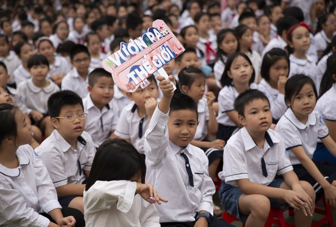 50,000 adolescents to benefit from free English teaching programs - ảnh 1