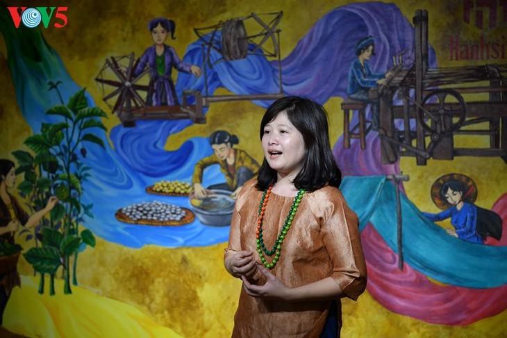 Children learn about Vietnamese silk weaving - ảnh 3