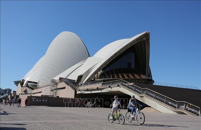 Australia plans to reopen international travel  - ảnh 1