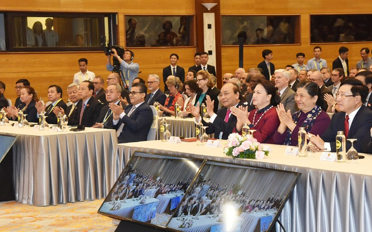 ASEAN Summit adopts Vision Statement on a Cohesive and Responsive ASEAN  - ảnh 1