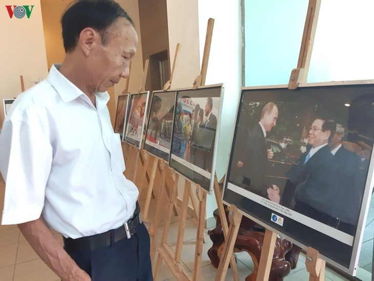 Photo exhibition marks 70 years of Vietnam-Russia relations - ảnh 1