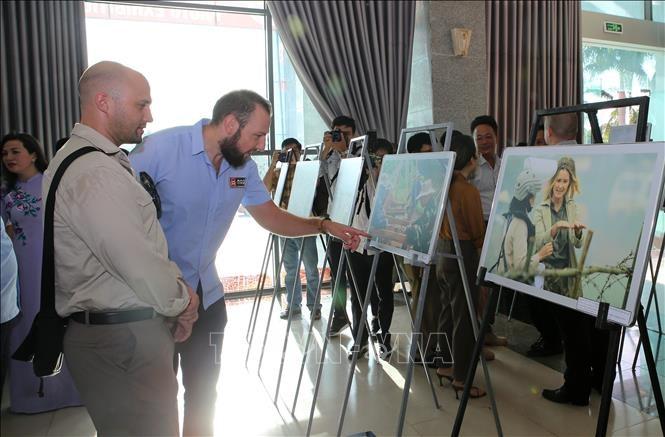 Photo exhibition features Vietnam-US diplomatic ties - ảnh 1