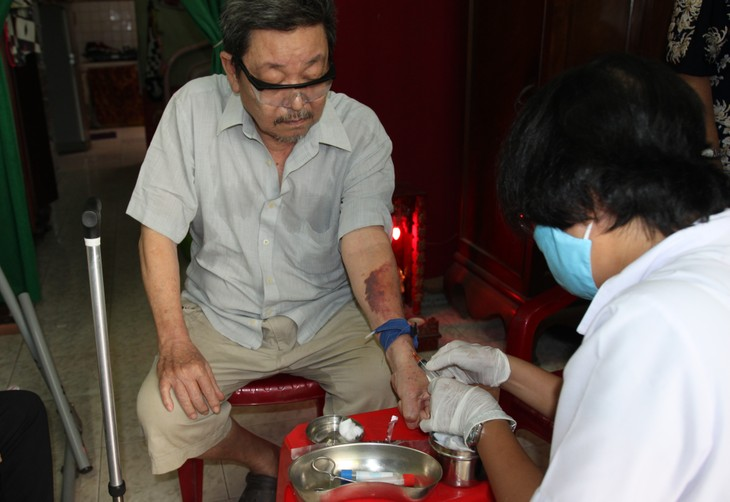 At home health care model piloted in HCMC - ảnh 1