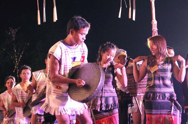 Veteran artist helps revive Chu Ru culture  - ảnh 2