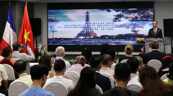 Vietnam, France strengthen strategic partnership - ảnh 1