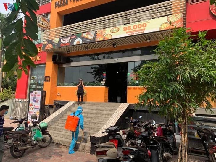 Hanoi locks down area linked to suspected COVID-19 case - ảnh 2