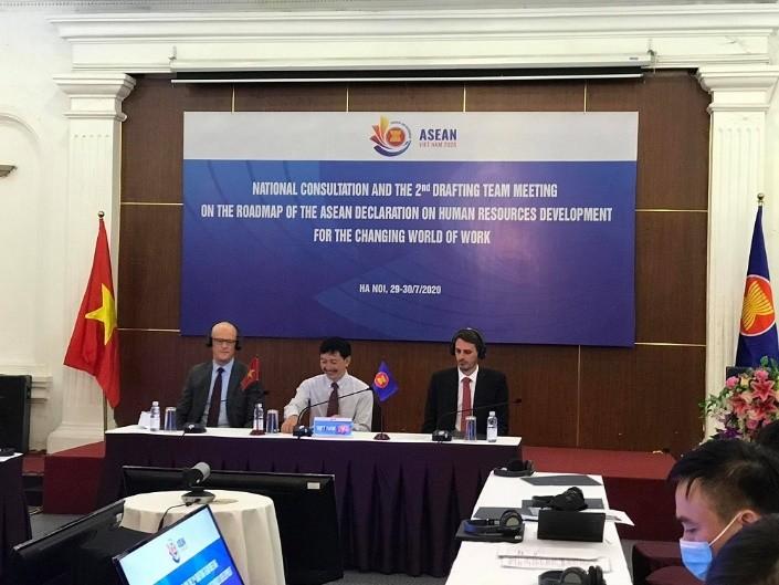 ASEAN reiterates commitments to human resource development   - ảnh 1