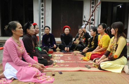 Hung Yen province works to revive Ca trù ceremonial singing - ảnh 2