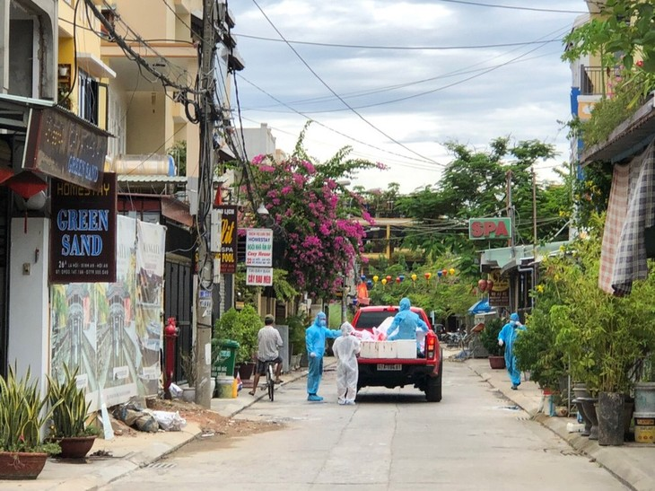 Hoi An helps every household on quarantined streets - ảnh 1