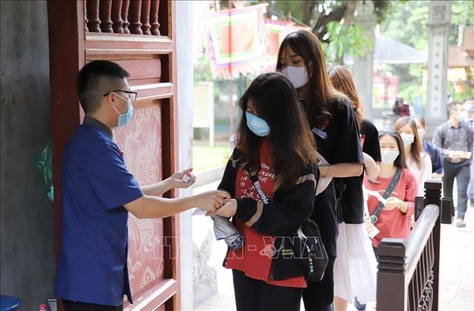 COVID-19: Hanoi tightens travel restrictions - ảnh 1