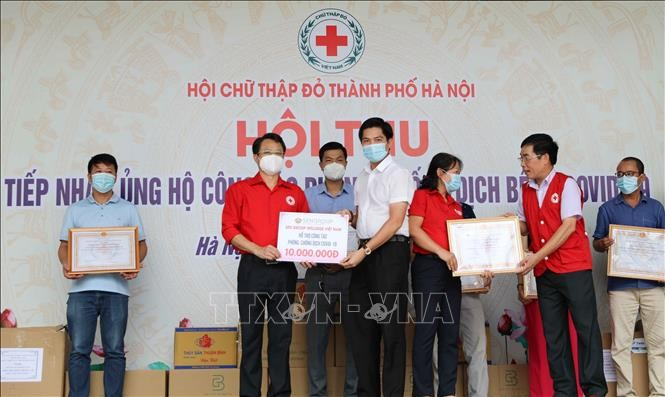 Hanoi Red Cross supports health workers, people affected by COVID-19   - ảnh 1