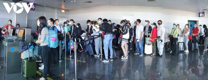 Vietnamese citizens repatriated from Ukraine - ảnh 1