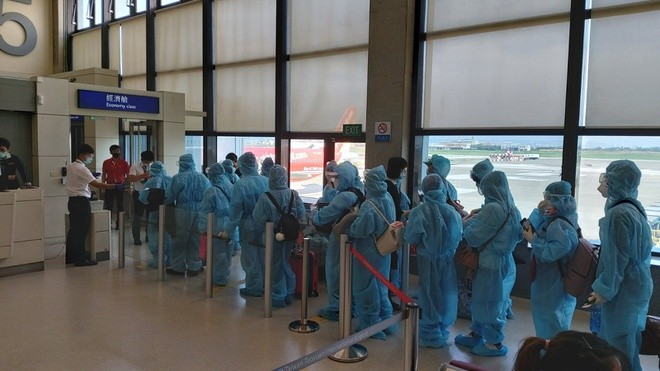 Hundreds of Vietnamese citizens repatriated from Russia, Taiwan - ảnh 2