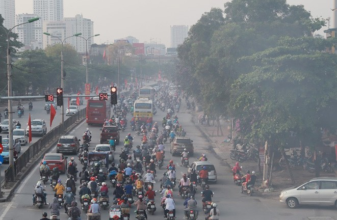 Hanoi records poor air quality, people advised to avoid outdoor activities - ảnh 1