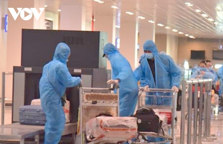 Hundreds of Vietnamese citizens repatriated from abroad - ảnh 1