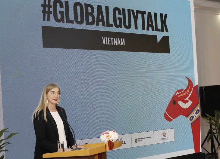 'GlobalGuyTalk' encourages men to talk about things they rarely talk about  - ảnh 1