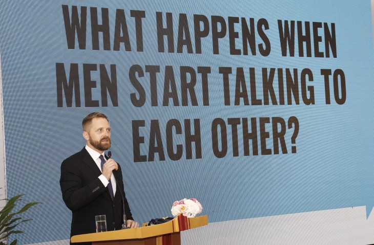 'GlobalGuyTalk' encourages men to talk about things they rarely talk about  - ảnh 4