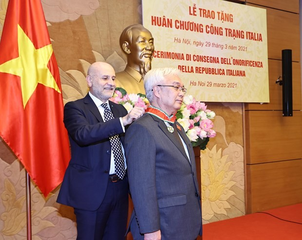 Vietnamese official honoured with Italy's Order of Merit - ảnh 1