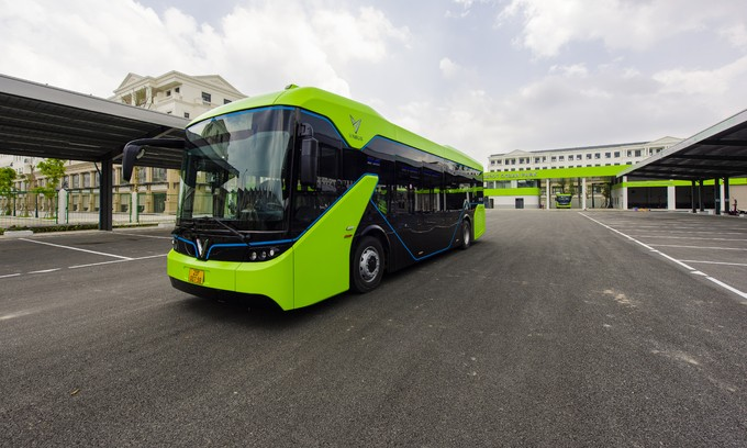 Vietnam's first electric bus service launched - ảnh 1