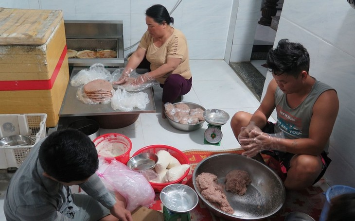 Fried fish balls made by Ly Son islanders - ảnh 2