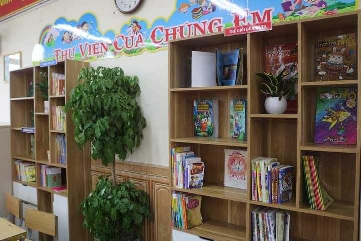 """""""Footsteps of Books"""" spreads reading culture in schools - ảnh 1"""