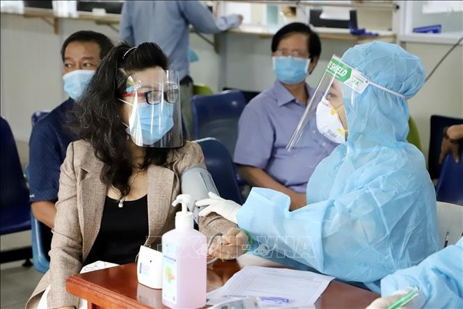 HCMC asks for additional 7,000 medical staff to fight COVID-19 - ảnh 1